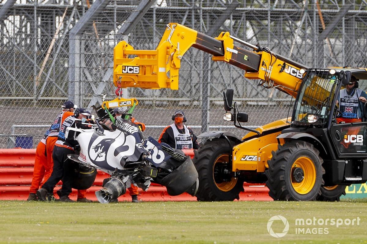 VIDEO  Kvyat beleeft zware crash tijdens GP Groot Brittannie